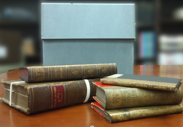 libros encuadernados en piel humana en philadelpia